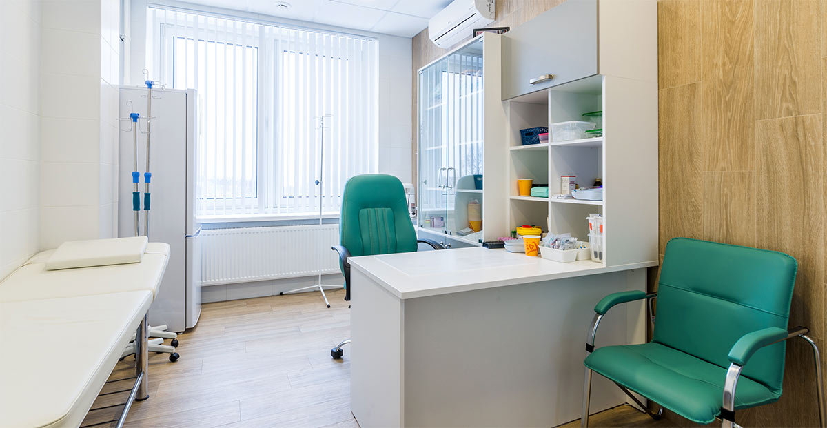Оснащение кабинета медпункта (здравпункта) на предприятии, в гостинице